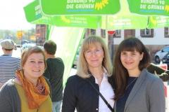 Mit Tante Daniela und Schwiegermama Heike am Infostand