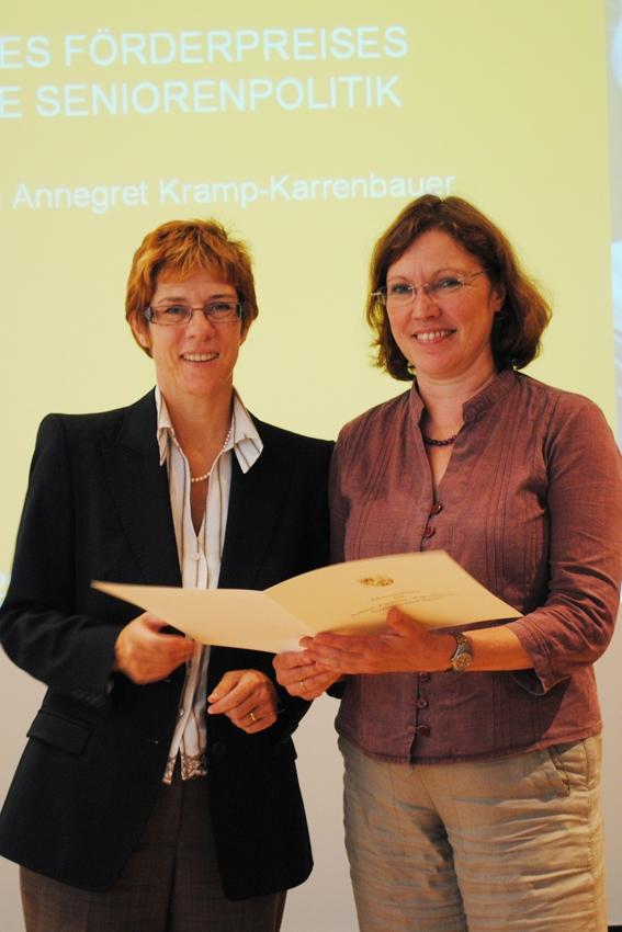 Aus der Hand von Ministerin Annegret Kramp-Karrenbauer konnte die Beigeordnete für Kultur, Sport und Soziales, Brigitte Adamek-Rinderle eine Urkunde für erfolgreiche Seniorenarbeit entgegennehmen. Die Stadt Blieskastel wurde für ihr Bemühen […]