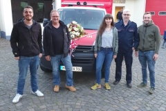 Mit dem Breitfurter Löschbezirksführer Jürgen Schmidt bei der Einweihung des neuen Mehrzweckgerätewagens